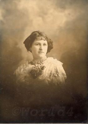 Art Nouveau costume, Fin de siècle fashion dress and hair style. Belle Epoque in Argentina