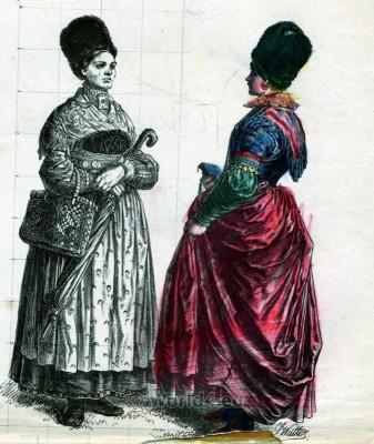 Traditional Bavarian folk costumes from Starnberg, Munich. Country fashion from Bavaria. Original Alt Bayerische Dirndl und Trachten.