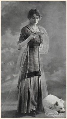 Belle Époque street dress. Art nouveau fashion. Edwardian fashion era