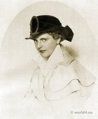 Black silk postilion. Autumn hat fashion 1915.