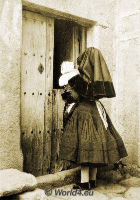 Spain, España, traditional costume, traje tradicional, Montehermoso, Monte Hermoso, Cáceres, Festival dress, Vestido de la iglesia.