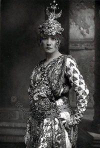 Sarah Bernhardt, French actress