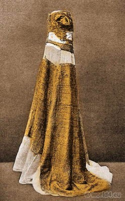 Golden dress, Margaret of Denmark. Medieval costume. Middle Ages queen gown