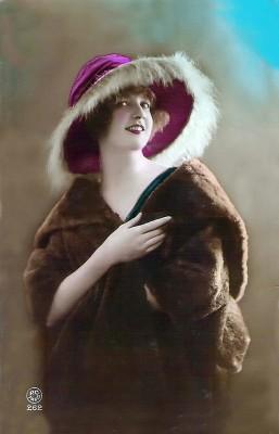 1920s Retro Fashion. French vintage costume, Hat and headdresses. boho style
