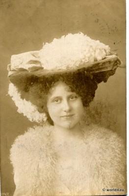 Berlin. Privat Portrait. Woman. Girls dress. Belle Epoque c. 1900.