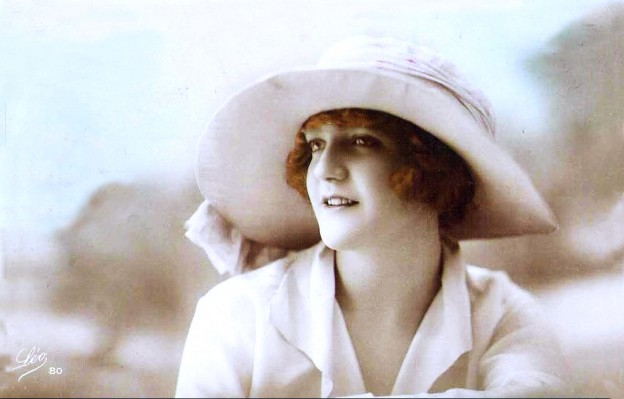 20s Boho hat fashion. French headdresses. Vintage mode from france