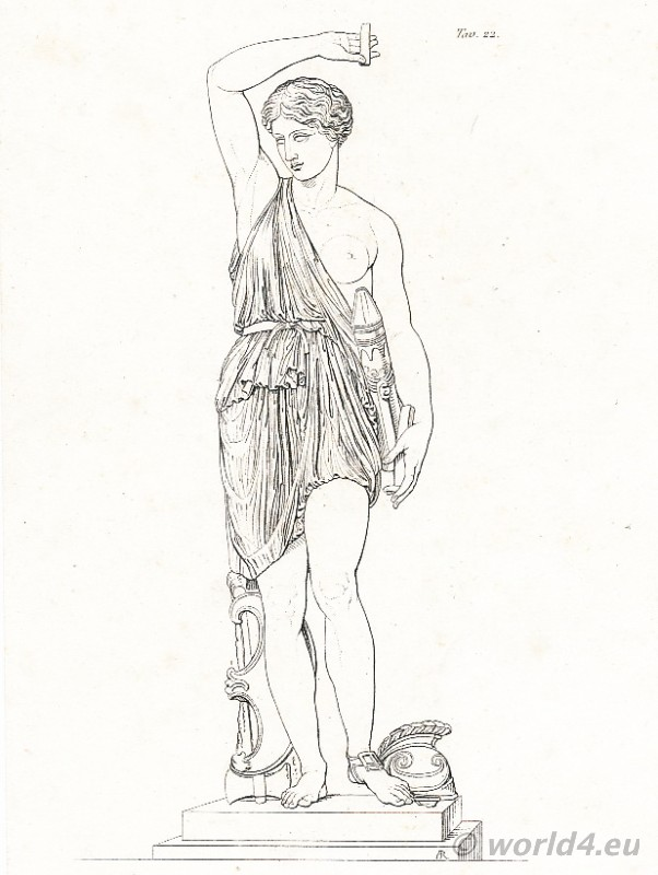Amazone statue. Louvre Paris. Amazons costume. Ancient greek clothing.