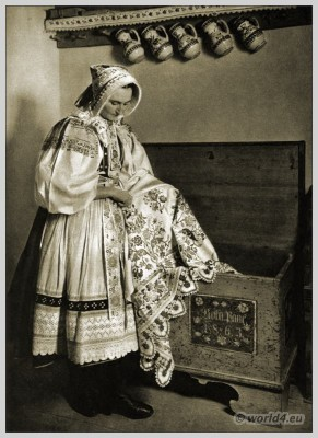 Peasant, Viničné, Slovakia, Slovakian, national, costume, folk, dress