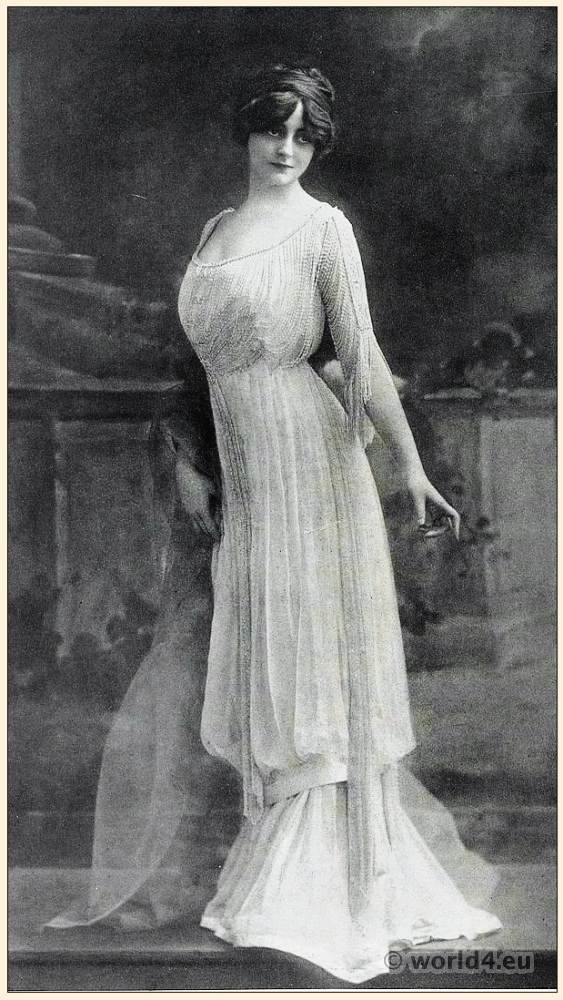 Art nouveau costume. Belle Époque fashion.