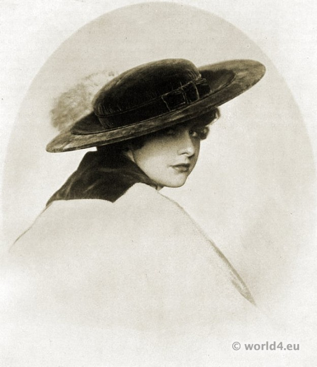 Art deco hat fashion Berlin 1916. 1920s period. Roaring twenties.
