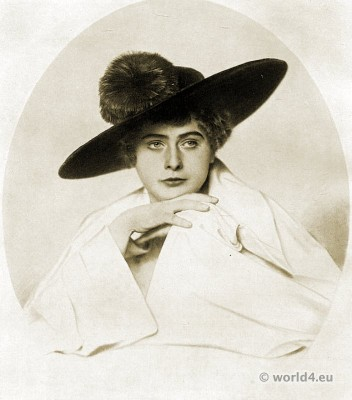 Blue velvet hat with orange colored feathers. Autumn hat fashion 1915.