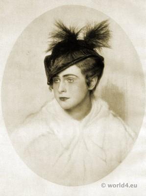 Small black felt hat. Autumn hat fashion 1915. Art deco fashion. German Hat fashion Berlin 1915.