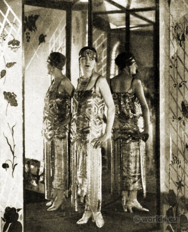 Couturier Paul Poiret costume 1925. Art deco fashion. Haute couture Paris.