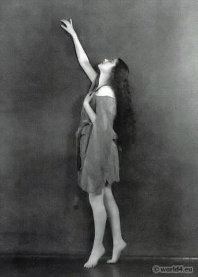 Clotilde von Derp in modern dance costume. 1920s Fashion. The dance piece The Little Shepherd