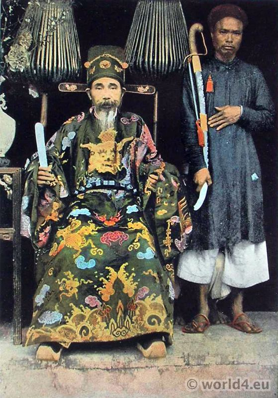 Vietnamese Leader. Kinh Luoc Viceroy. Traditional Vietnamese Costume.