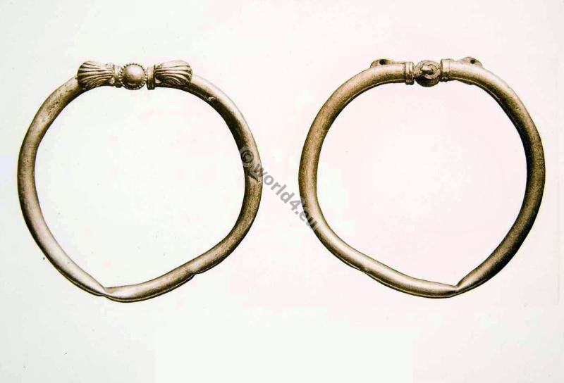 Ancient Roman Jewlery. Armlet of Gold with clasp.