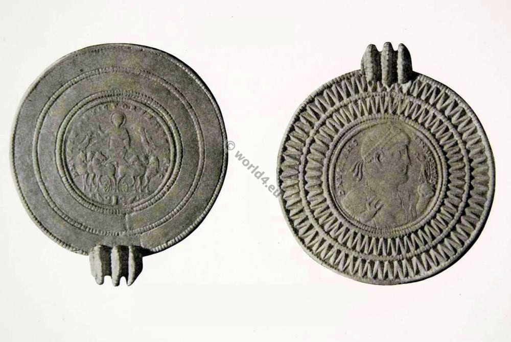 Ancient Roman Jewlery. Gold framed Medallion of Vales.