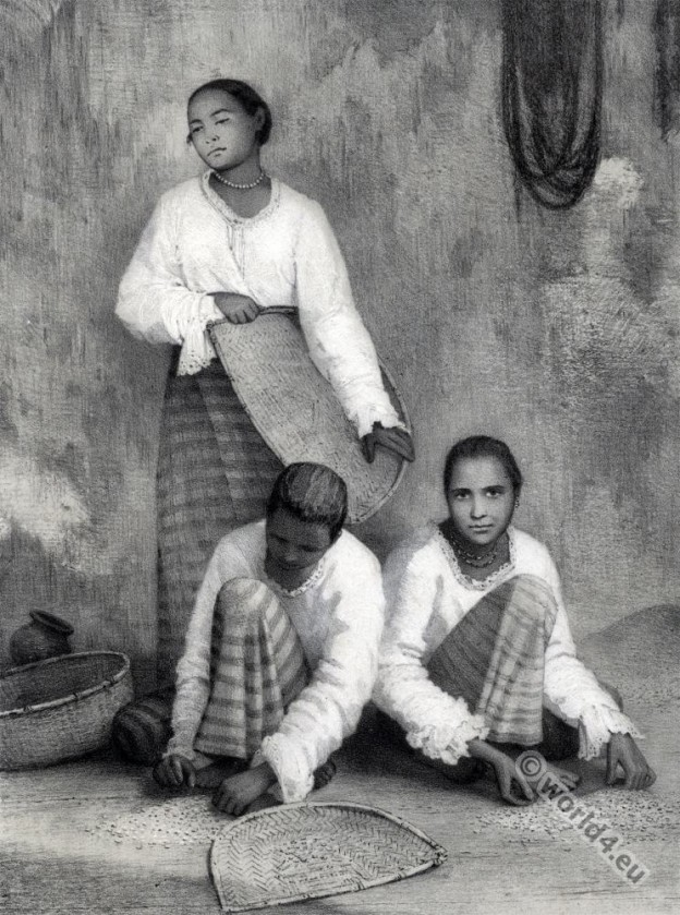 Sinhalese women. Sri Lanka traditional costumes
