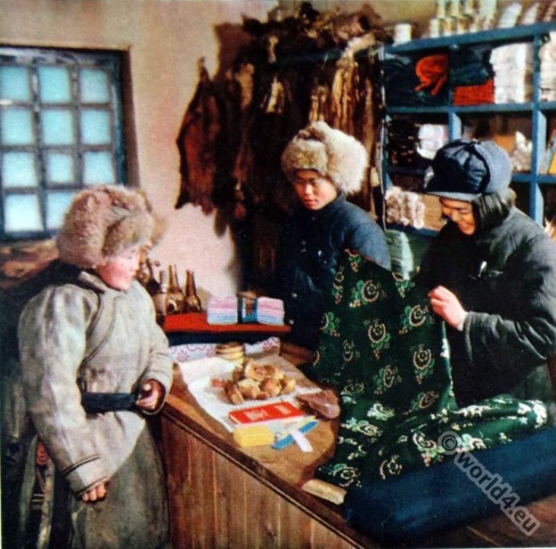 Olunchun ethnic group. hunts woman. Mongolia costumes. Chinese propaganda picture. Olunchun Autonomous Banner
