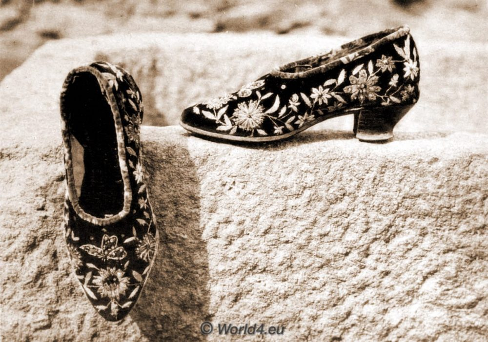 ZAPATOS BORDAD, Spain, España, traditional costume, traje tradicional, Montehermoso, Monte Hermoso, Cáceres, Festival dress, vestido de Festival,